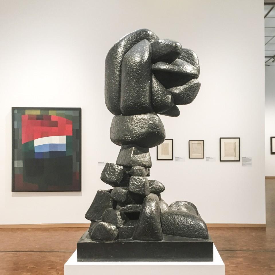Otto Freundlich, Mein Himmel ist rot, 1933. Sculpture Otto Freundlich, Ascension (Auffahrt), 1929, Bronze, © # Horst und Edeltraut