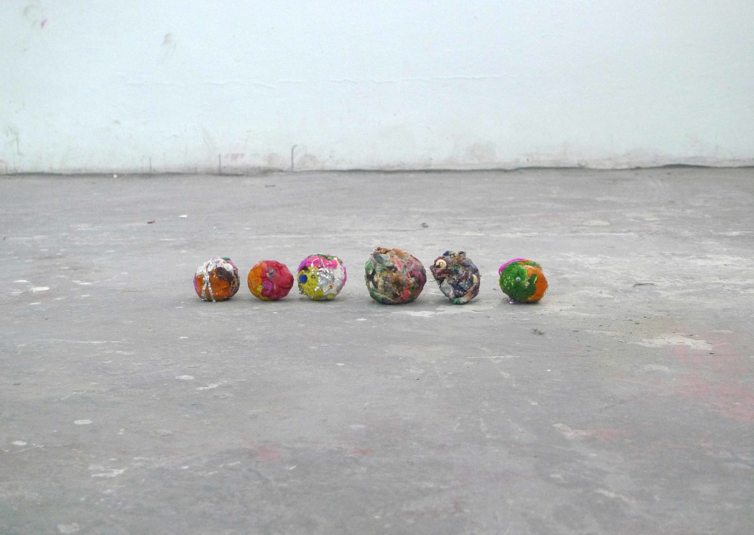 Sivan Lavie, Balls of Energy installation view, 2014