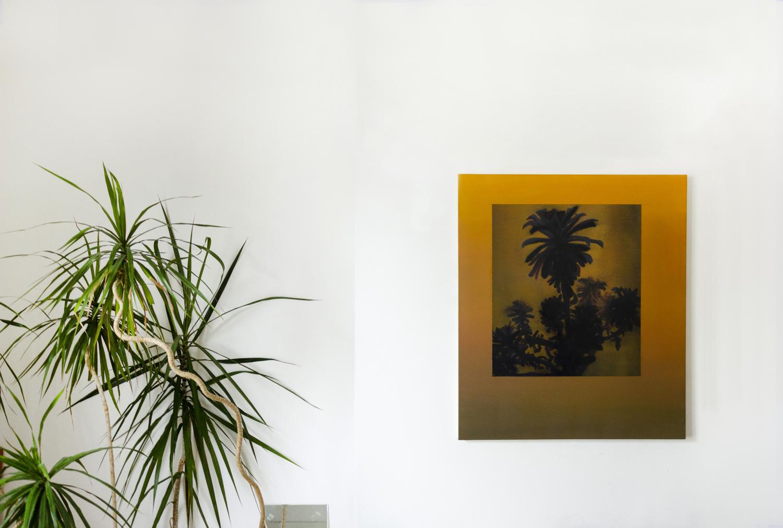 Clément Davout, Une seule lampe éclaire la grande pièce, 2019, oil on canvas, studio view
